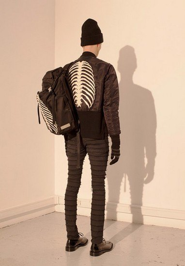 Марка Undercover опубликовала лукбук осенней коллекции одежды. Изображение № 41.