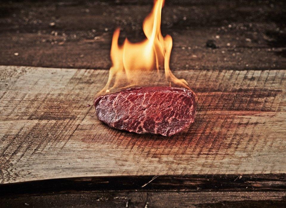 Открыть огонь: Говяжьи стейки среди языков пламени. Изображение № 5.
