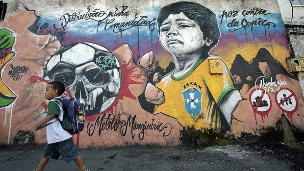 Такой футбол нам не нужен: Граффити против чемпионата мира. Изображение № 3.