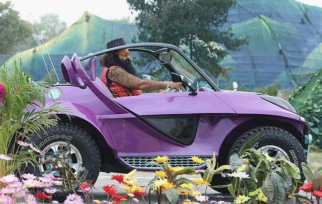 Гуру Рам Рахим Синг — лидер 50-миллионной секты и звезда YouTube . Изображение № 1.