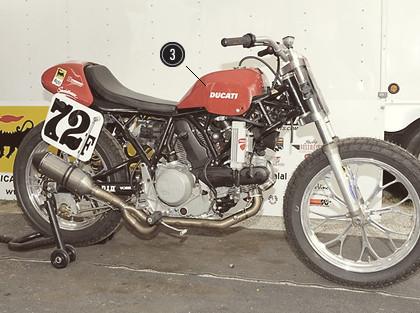 История и особенности мотоциклов для гонок по грязевому овалу —флэт-трекеров. Изображение № 11.
