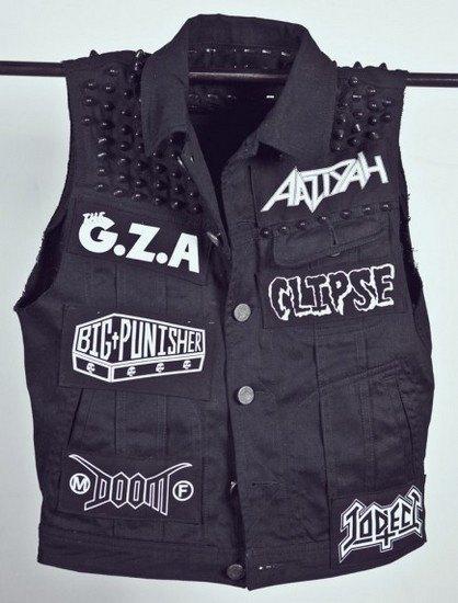 Дизайнер Джеймс Джират выпустил коллекцию рэп-атрибутики в рокерском стиле. Изображение № 2.