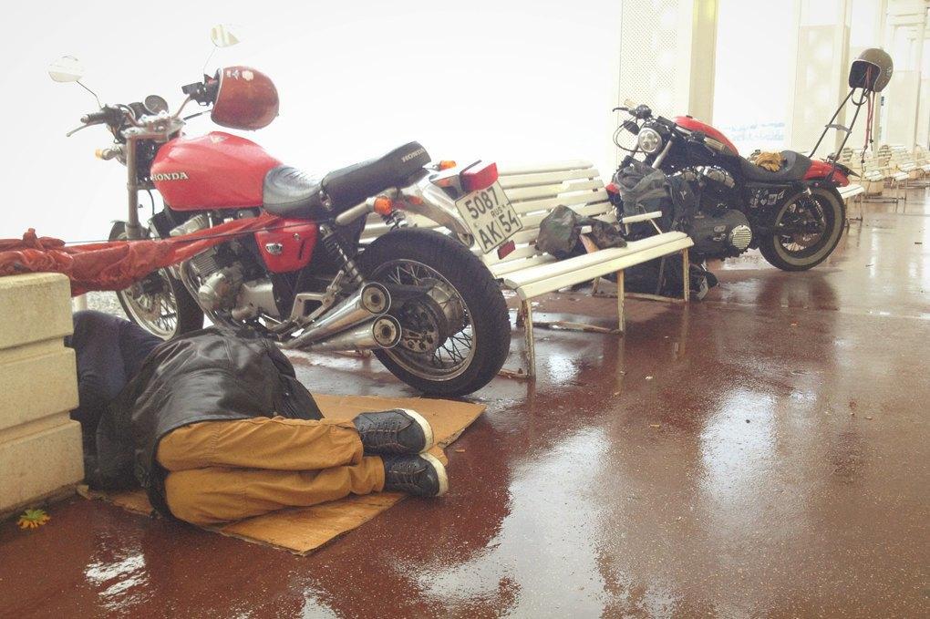 11 городов, аварии, мотоциклы и негритянка на баке: Рассказ о путешествии Easy Ride по Европе. Изображение № 10.