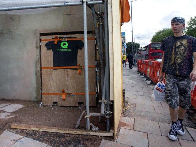 Еще один кусок стены с работой Бэнкси уйдет с аукциона. Изображение № 3.