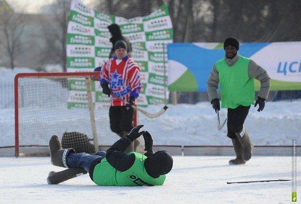 Африканцы приняли участие в товарищеском матче по хоккею с мячом в валенках. Изображение № 3.