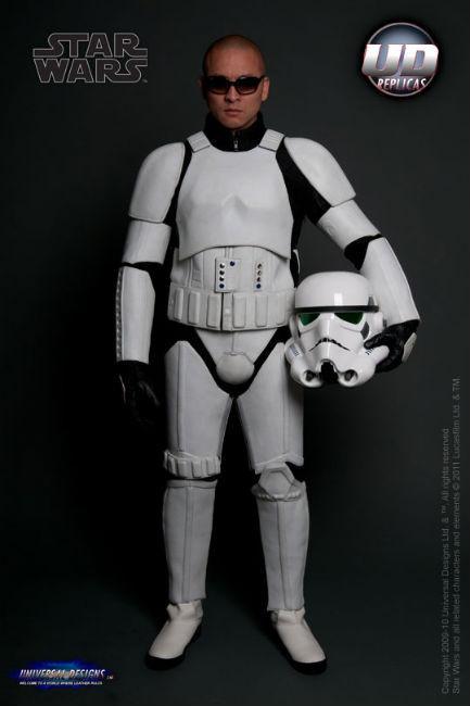 Мотоциклетный костюм, вдохновленный дизайном имперского штурмовика из «Звездных войн». Изображение № 4.
