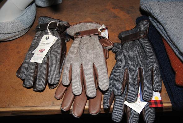 Перчатки двуличные: с одной стороны кожаные, с другой — твидовые.. Изображение № 11.