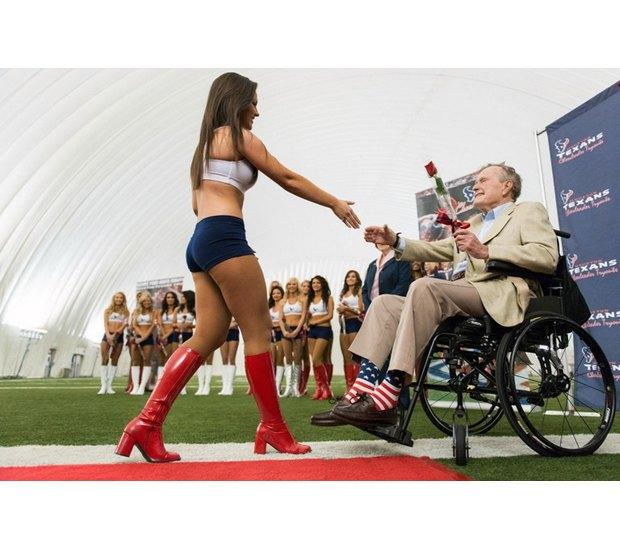Джордж Буш-старший. Изображение № 2.