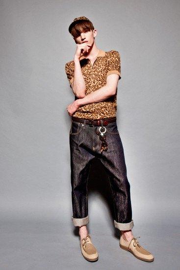 Марка YMC опубликовала лукбук весенней коллекции одежды. Изображение № 3.