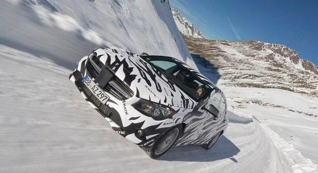 Mercedes показали новый закамуфлированный спортивный седан. Изображение № 1.