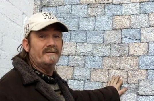 Безработный художник построил дом из купюр на сумму полтора миллиарда евро. Изображение № 4.