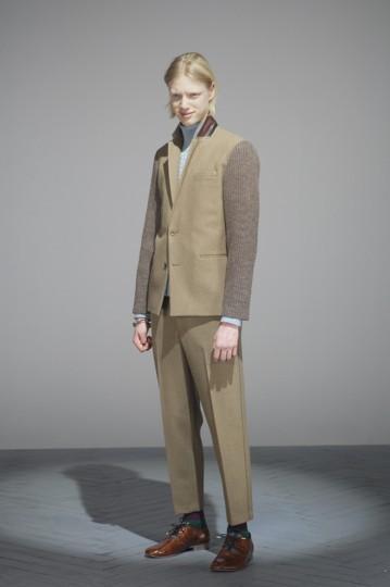 Японская марка Undercover выпустила лукбук осенней коллекции одежды. Изображение № 2.