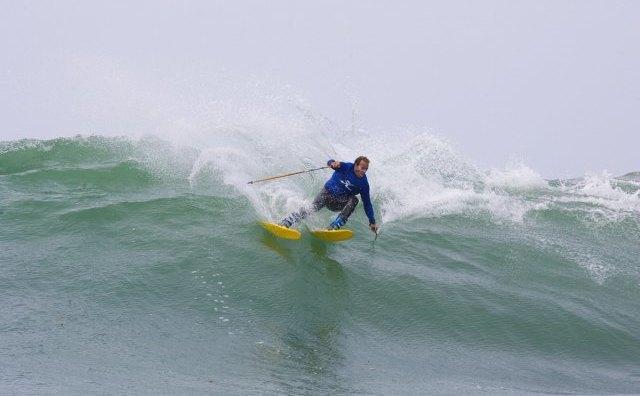 Сёрф-скиинг: Кто придумал спускаться по волнам на лыжах и для чего это нужно. Изображение № 1.