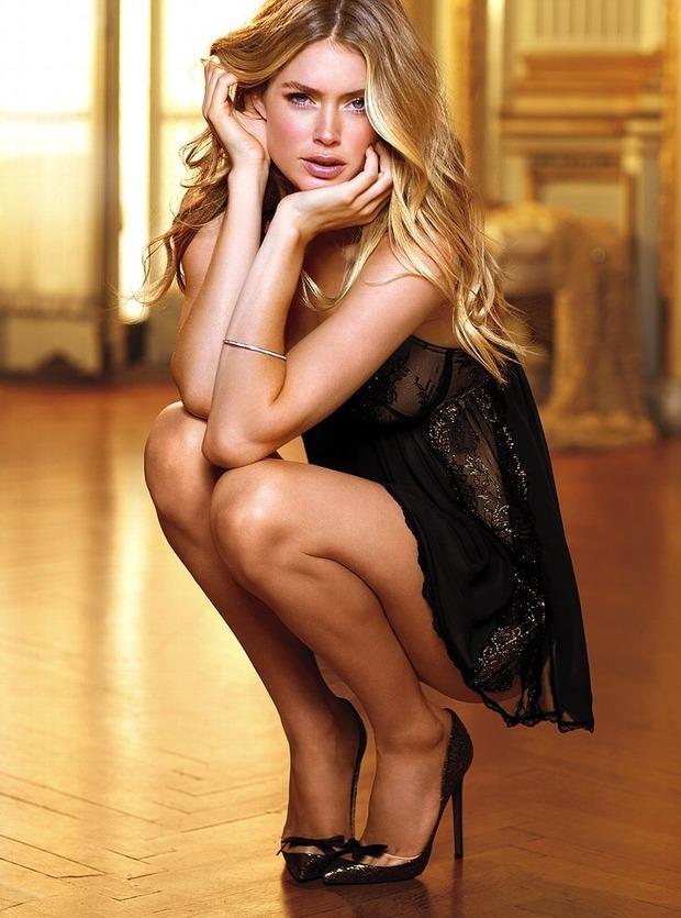 Модели Барбара Палвин и Даутцен Крус снялись в рекламе нижнего белья Victoria's Secret. Изображение № 11.