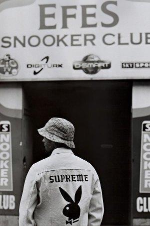 Марка Supreme опубликовала эдиториал, снятый для японского журнала Sense . Изображение № 8.