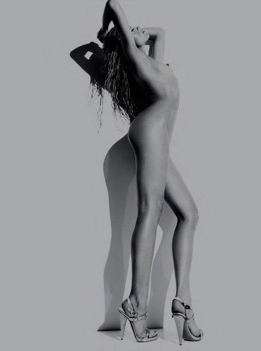 Английская модель Эбби Клэнси снялась обнаженной для журнала Hunger Magazine. Изображение № 2.