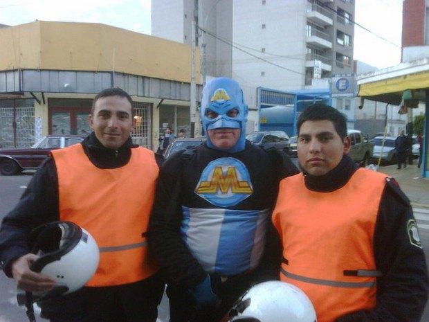 Аргентинская полиция арестовала местного «супергероя». Изображение № 5.