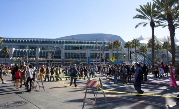 Все действие проходит в огромном футуристичном выставочном центре в Сан-Диего. Изображение № 1.