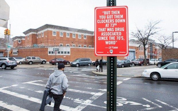 Нью-йоркский художник Джей Шеллс крепит к столбам таблички с рэп-цитатами. Изображение № 18.