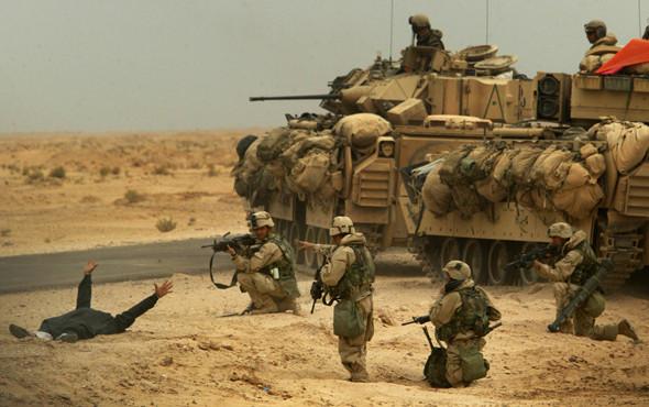 Военное положение: Одежда и аксессуары солдат в Ираке. Изображение № 23.