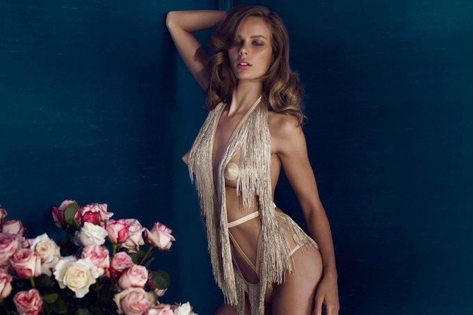 Модели Марлин Хоэк и Синди Бруна снялись в новой рекламе Agent Provocateur. Изображение № 1.