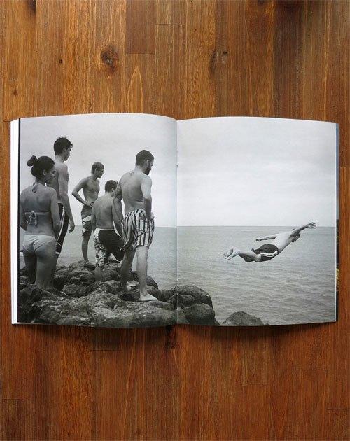 Вышел сборник фотографий Нолана Холла о сёрфинге на Гавайях. Изображение № 6.