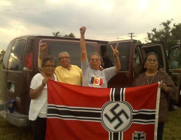 Индейские бабушки защитили свой город от коммуны нацистов . Изображение № 1.