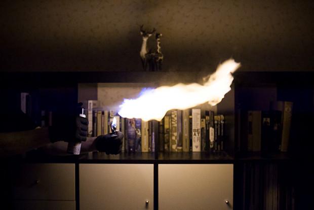 Власть огня: Испытание дезодорантов на длину пламени. Изображение № 8.