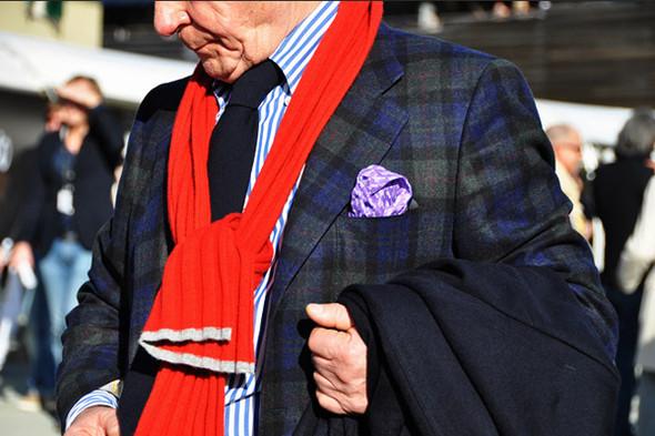 Изображение 1. Шарфы, клатчи, клетчатые пиджаки и подвернутые джинсы.. Изображение № 10.