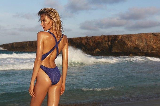 Журнал Surfing Magazine опубликовал специальный выпуск, посвящённый моделям в купальниках. Изображение № 5.