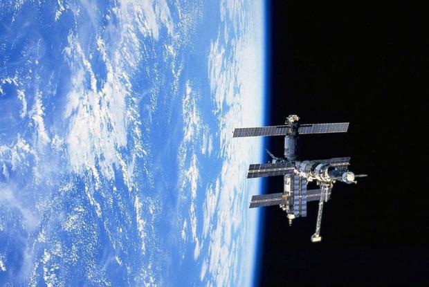 Компания Excalibur Almaz собирается отправлять туристов на Луну к 2015 году. Изображение № 1.