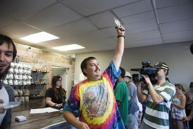 Первого покупателя легальной марихуаны в Вашингтоне уволили с работы за покупку травки. Изображение № 1.