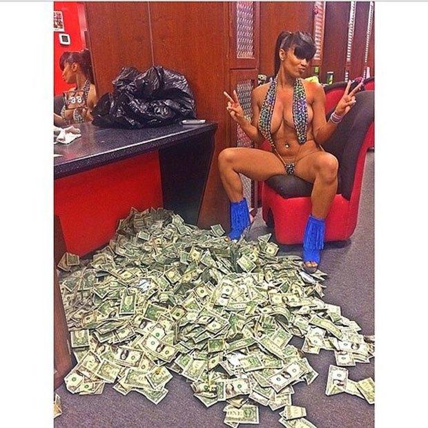Stripper Locker Room: Блог с селфшотами стриптизёрш. Изображение № 17.