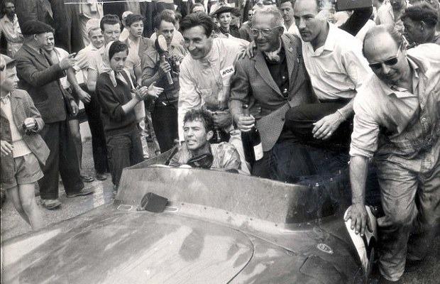 Победитель «Ле-Мана», спорткар Aston Martin DBR1 1957 года, выставлен на аукцион . Изображение № 9.
