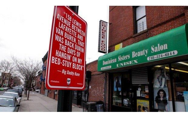 Нью-йоркский художник Джей Шеллс крепит к столбам таблички с рэп-цитатами. Изображение № 7.
