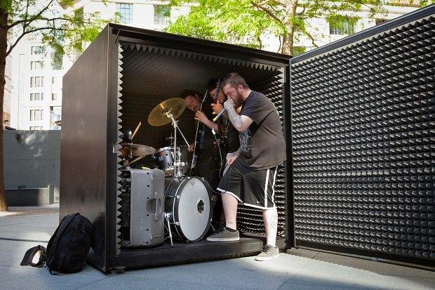 Дэт-метал-группа сыграет в герметичном боксе без доступа кислорода. Изображение № 1.