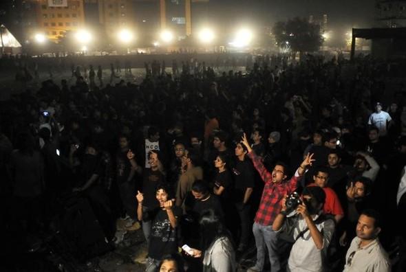 Себастьян Феттель выиграл «Формулу-1» в Индии, а местные фанаты группы Metallica разгромили стадион. Изображение № 2.