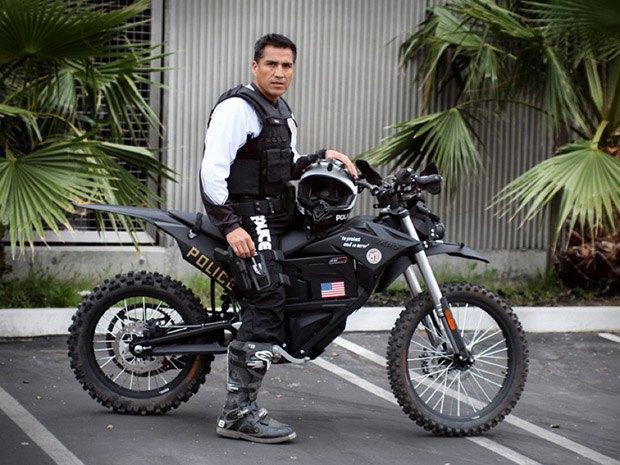 В Лос-Анджелесе полицейские начали использовать электроциклы для бесшумных операций. Изображение № 1.