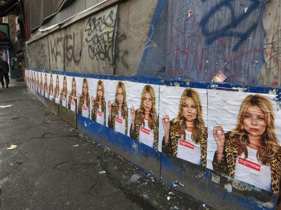Кейт Мосс снялась в рекламной кампании Supreme. Изображение № 3.