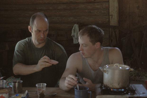 В избе борцы принялись перекусывать. Изображение № 31.
