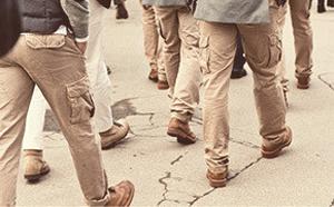 Как носить брюки карго. Изображение № 3.