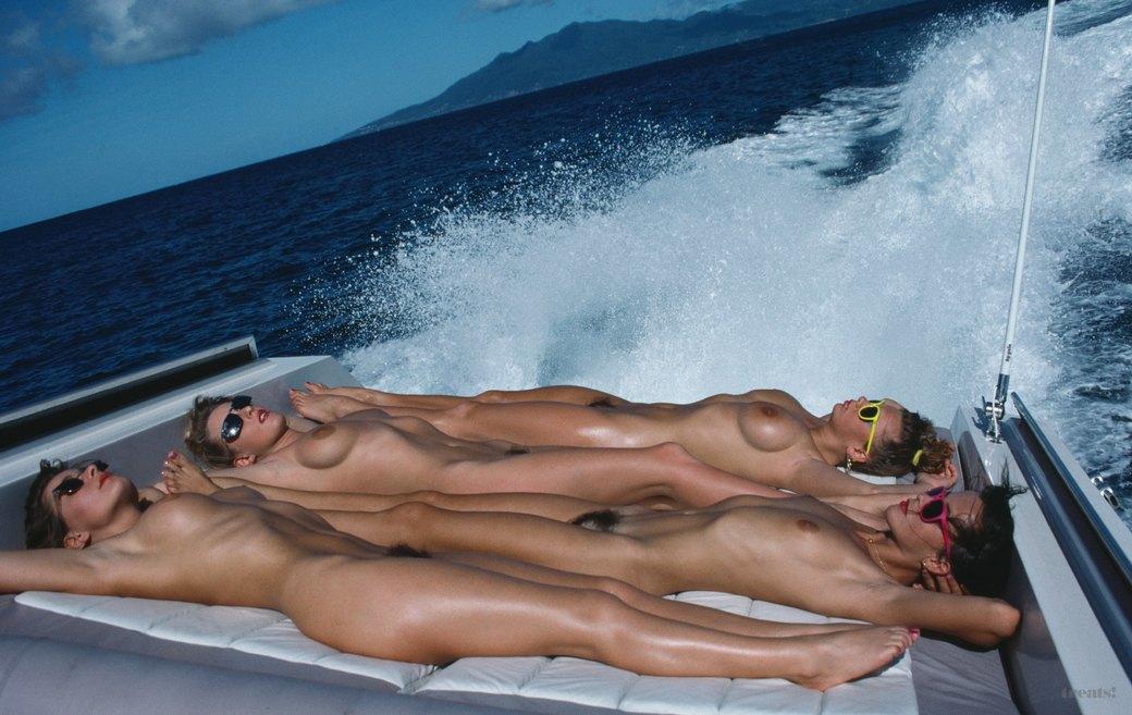 Журнал Treats! опубликовал интервью с эротическим фотографом Жаном Ружероном. Изображение № 3.