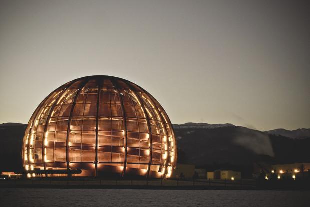 Так выглядит вход в ЦЕРН ночью. Изображение № 3.