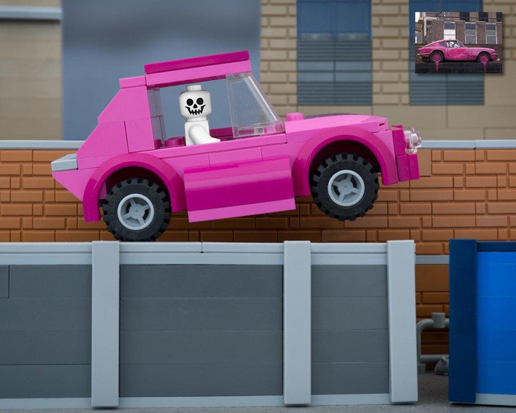 Bricksy: Работы Бэнкси из конструктора LEGO. Изображение № 17.