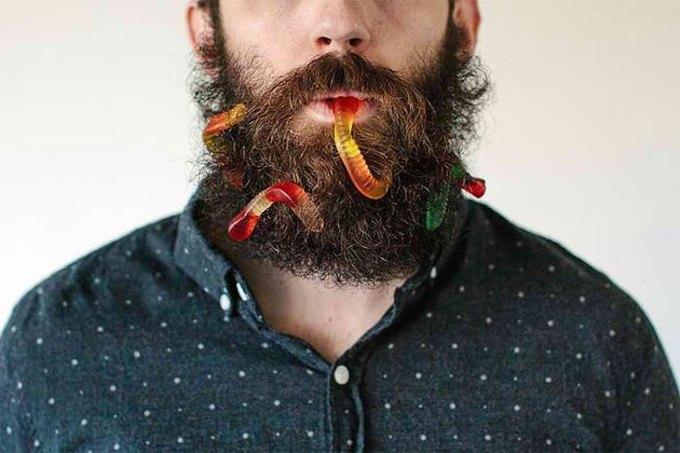 Американец научил свою бороду держать предметы. Изображение № 3.