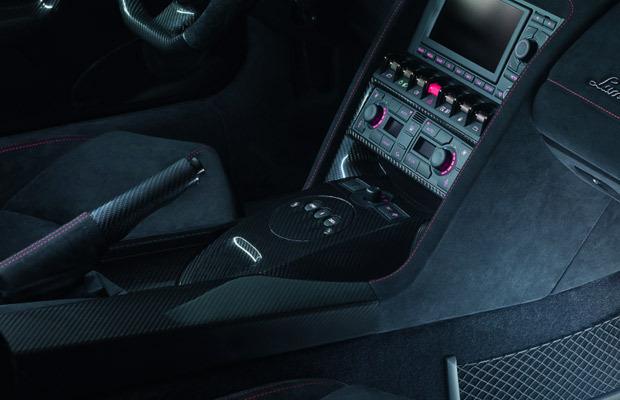 Lamborghini представил две новые модели суперкара Gallardo. Изображение № 10.