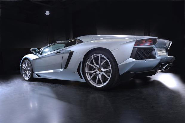 Lamborghini представили новый суперкар Aventador LP700-4 Roadster . Изображение № 9.