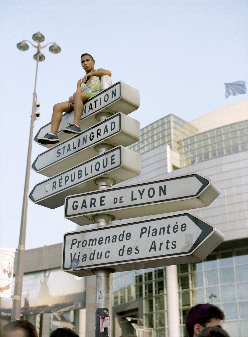 Фотопроект: Парижские гопники захватывают центр города ради техно-рейва. Изображение № 16.