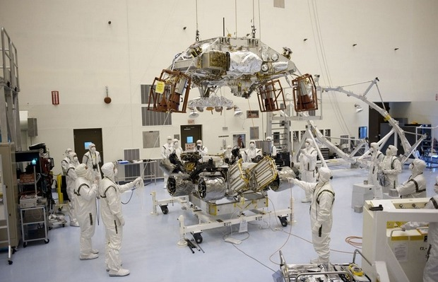 Самый большой в истории марсоход Curiosity приземлился на Марс. Изображение № 6.