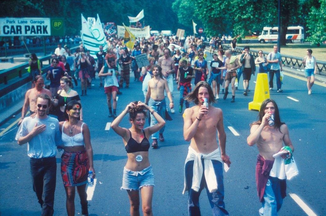 C рейва на митинг: Фотохроника британских free parties и попыток отстоять их перед властями. Изображение № 15.